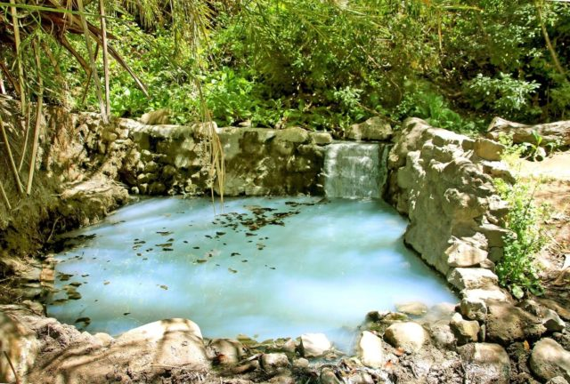 New spot on our site: Gaviota Hot Springs in Santa Barbara! This natural hot spring is less than a mile hike! The trail will take you through a shaded pathway which leads you to the light, milky blue pool. Enjoy! Link to page in our bio. #hiddencalifornia
